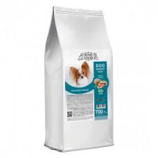 Home Food гіпоалергенний сухий корм для дорослих собак дрібних порід з фореллю, рисом і овочами 0,7 кг.